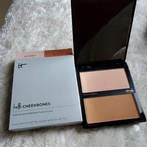 iT Cosmetics Hello Cheekbones Compact
